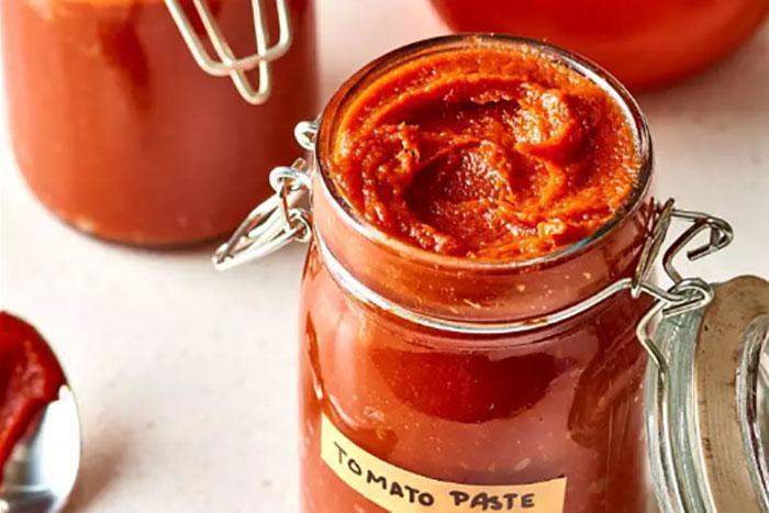 طرز تهیه رب گوجه خانگی به 2 روش (با اجاق گاز و نور خورشید)
