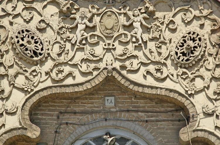 مجسمه پدر گم شد ؛ خانه پسر را هم با مجوز میراث فرهنگی تخریب کردند ، آنچه از خانه تاریخی پسر ملک المتکلمین باقی ماند
