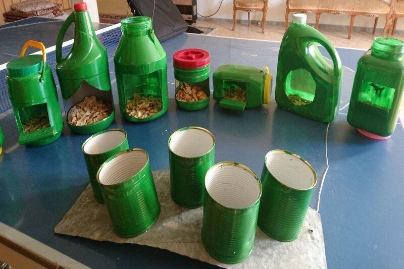 خبرنگاران مهربانی با پرندگان در مهاباد با ساخت ظروف دانه&zwnjخوری
