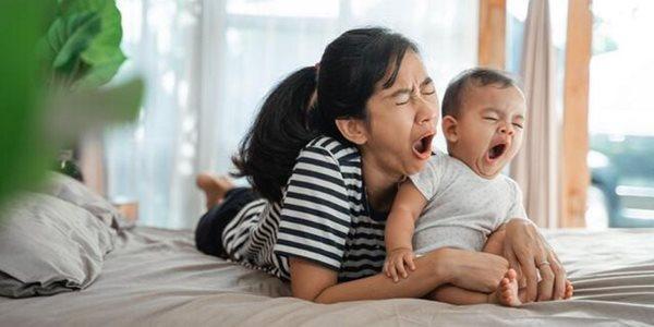 شب بیداری های پس از تولد فرزند، مادران را به اندازه 7 سال پیر می کند