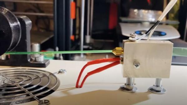 روباتی که پلاستیک های خانه را بازیافت می کند