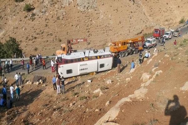 جزییات حادثه اتوبوس خبرنگاران، اتوبوس کارگران سیمان را برای خبرنگاران گرفته بودند