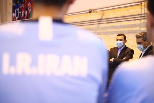 عزیزی خادم: فدراسیون فوتبال تمام قد کنار تیم ملی فوتسال است